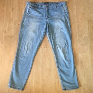 d. jeans light wash distressed crop with stretch
